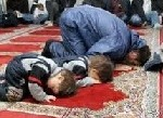 إزعاج الأطفال للمصلين أثناء التراويح ..مشكلة لها حل